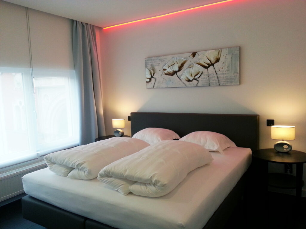 Bedroom with kingsize bed and aircon for hot summer nights
